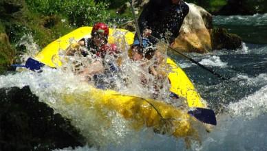 water-splashing-people-in-yellow-raft